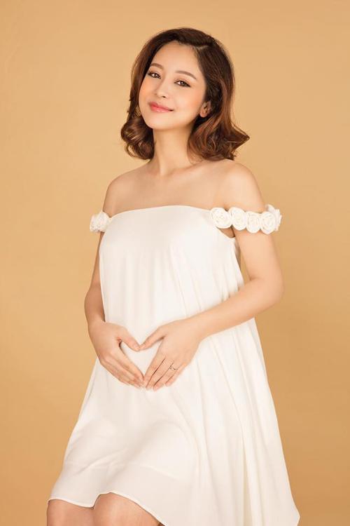 7 bà bầu gợi cảm, xinh đẹp nhất showbiz Việt hiện giờ - hình ảnh 1