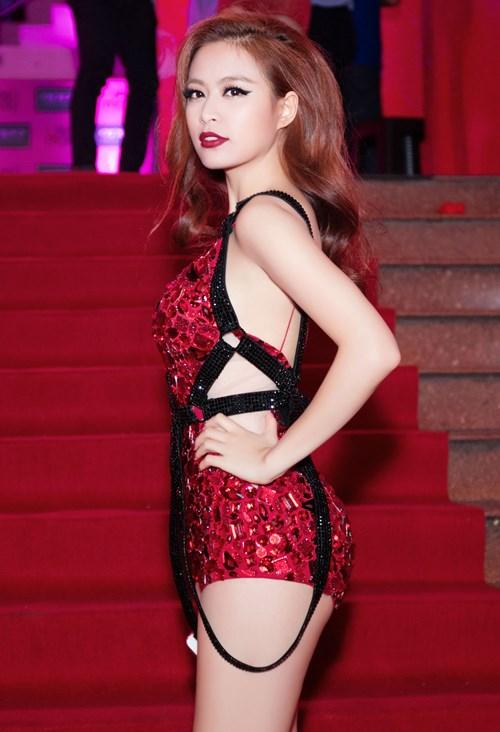 Hoàng Thùy Linh thôi miên mọi ánh nhìn với gu thời sang cực sexy - hình ảnh 9