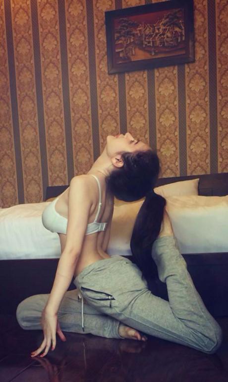 Những dáng tập ngoài đời cực gợi tình của mỹ nhân Việt - hình ảnh 7