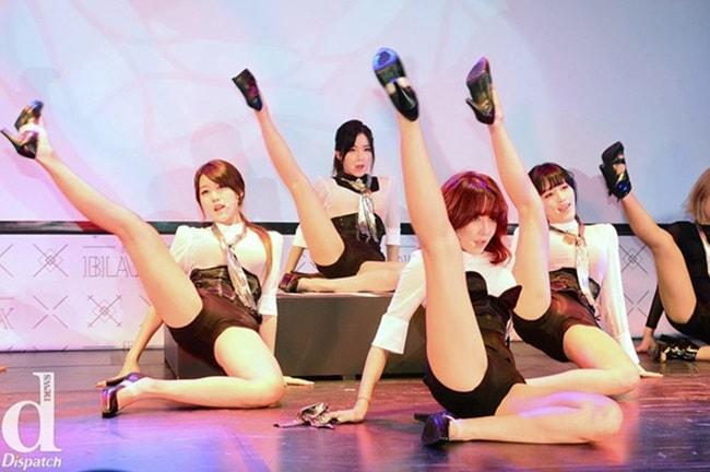 Những lần sao Hàn hứng gạch đá vì trình diễn sexy quá đà - hình ảnh 7