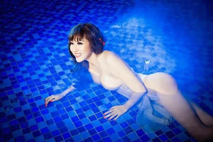 """""""Bấn loạn"""" vì Phi Thanh Vân khoe ngực đầy tạo dáng ướt sũng ở bể bơi - hình ảnh 12"""