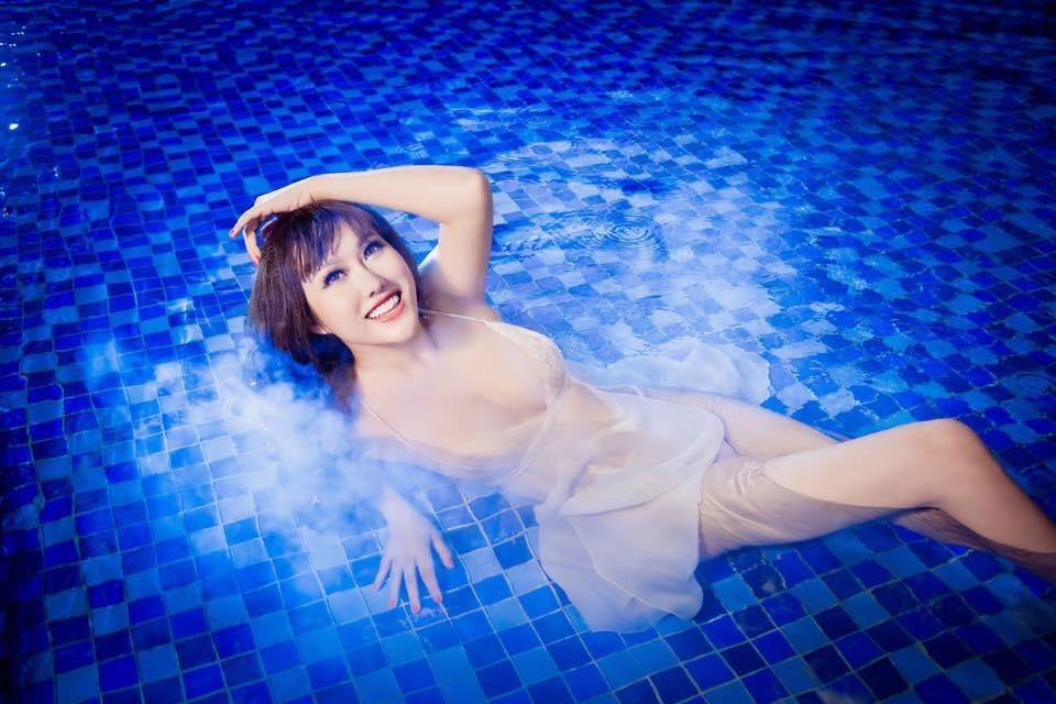 """""""Bấn loạn"""" vì Phi Thanh Vân khoe ngực đầy tạo dáng ướt sũng ở bể bơi - hình ảnh 10"""