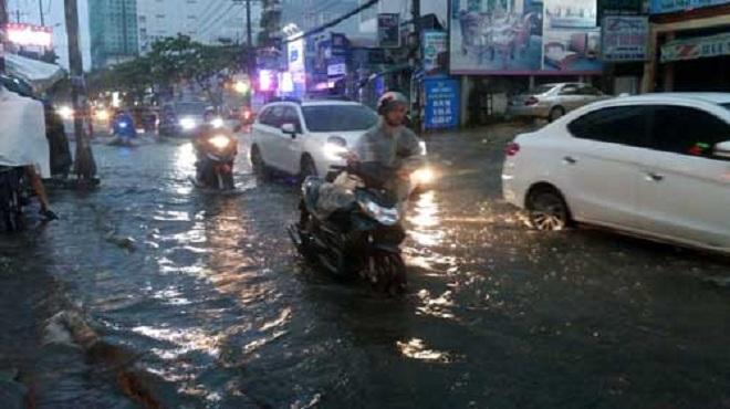 Cuối tuần: Bắc Bộ mưa nắng bất chợt, Nam Bộ hứng cả mưa lẫn triều cường - hình ảnh 1