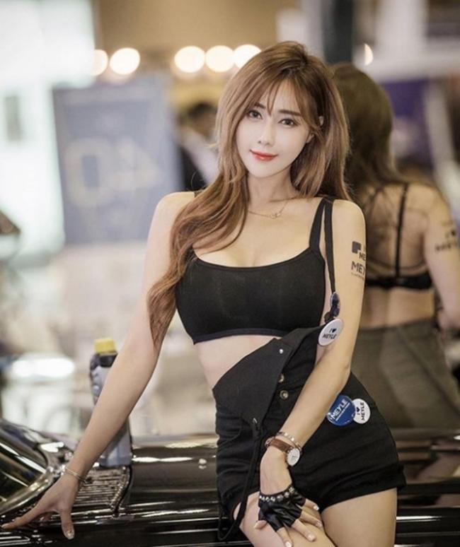 Dàn chân dài bốc lửa không ngại mặc hở tại các triển lãm xe hơi Hàn Quốc - hình ảnh 9