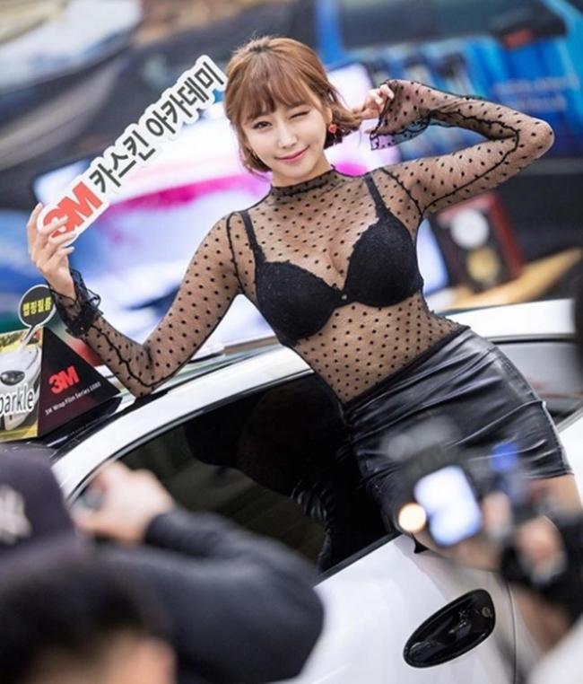 Dàn chân dài bốc lửa không ngại mặc hở tại các triển lãm xe hơi Hàn Quốc - hình ảnh 12