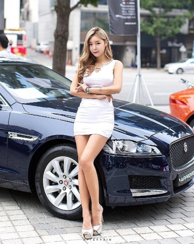 Dàn chân dài bốc lửa không ngại mặc hở tại các triển lãm xe hơi Hàn Quốc - hình ảnh 14