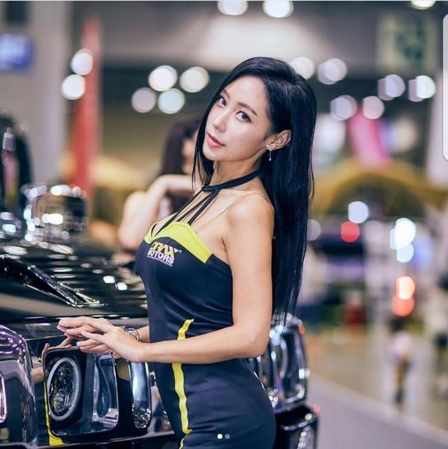 Dàn chân dài bốc lửa không ngại mặc hở tại các triển lãm xe hơi Hàn Quốc - hình ảnh 15