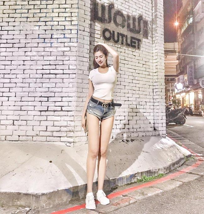 """Ngắm hot girl gợi cảm gây sốt với đôi chân """"bất thường"""" - hình ảnh 16"""