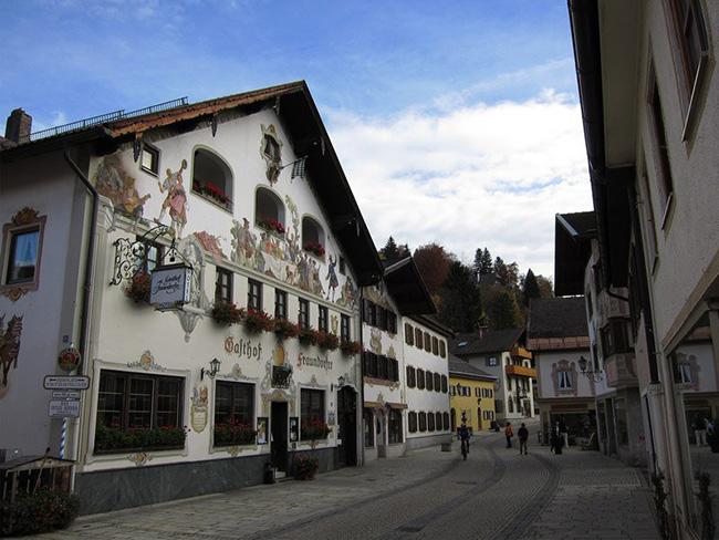 Những thị trấn nhỏ đẹp nhất Châu Âu khiến bạn như lạc vào xứ thần tiên - hình ảnh 2