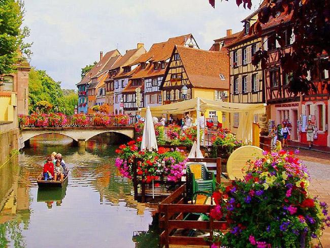 Những thị trấn nhỏ đẹp nhất Châu Âu khiến bạn như lạc vào xứ thần tiên - hình ảnh 5