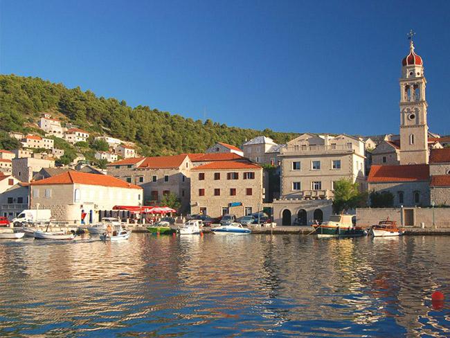 Những thị trấn nhỏ đẹp nhất Châu Âu khiến bạn như lạc vào xứ thần tiên - hình ảnh 10