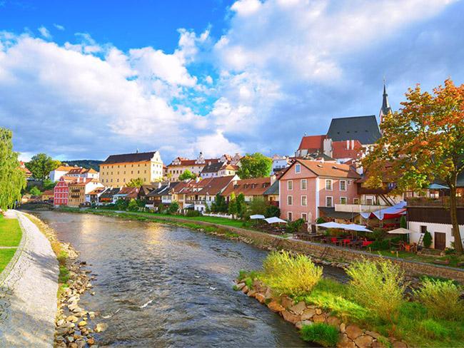 Những thị trấn nhỏ đẹp nhất Châu Âu khiến bạn như lạc vào xứ thần tiên - hình ảnh 17