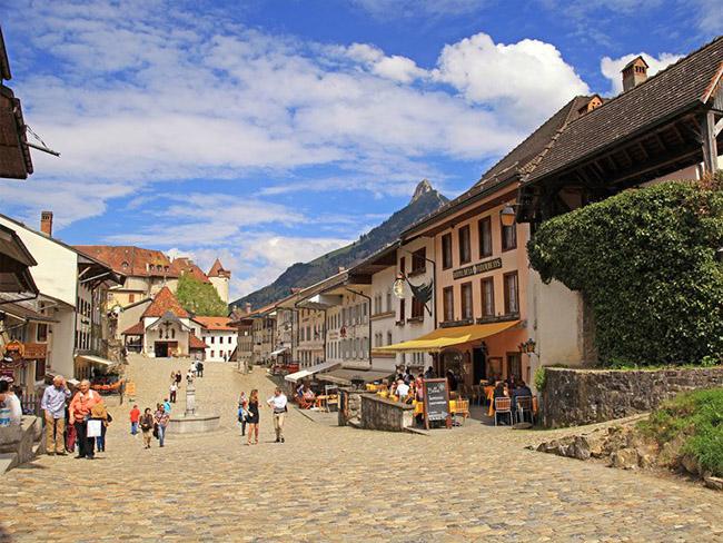 Những thị trấn nhỏ đẹp nhất Châu Âu khiến bạn như lạc vào xứ thần tiên - hình ảnh 18