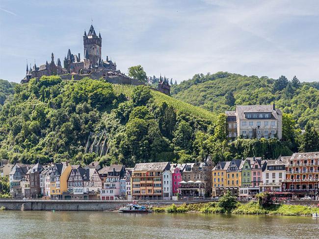 Những thị trấn nhỏ đẹp nhất Châu Âu khiến bạn như lạc vào xứ thần tiên - hình ảnh 21