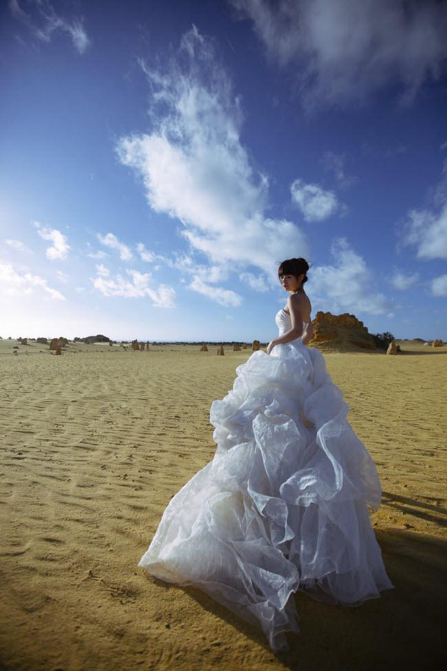 Phát hờn với bộ ảnh siêu cấp đáng yêu của cặp đôi đi khắp thế gian chụp ảnh cưới - hình ảnh 11