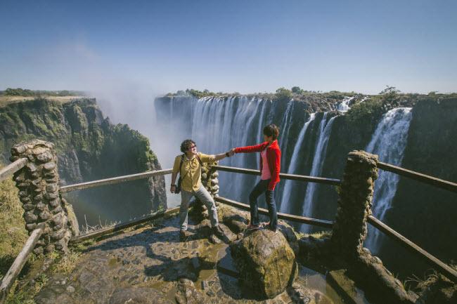 Phát hờn với bộ ảnh siêu cấp đáng yêu của cặp đôi đi khắp thế gian chụp ảnh cưới - hình ảnh 17