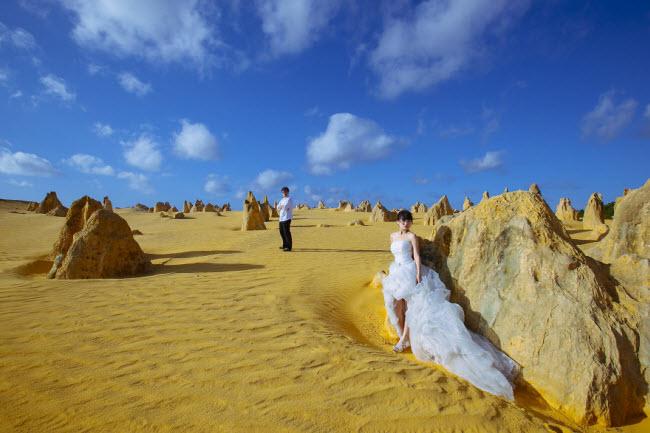 Phát hờn với bộ ảnh siêu cấp đáng yêu của cặp đôi đi khắp thế gian chụp ảnh cưới - hình ảnh 19