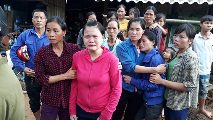 Cận cảnh hiện trường vụ sạt lở đất làm gần 10 người chết - hình ảnh 3