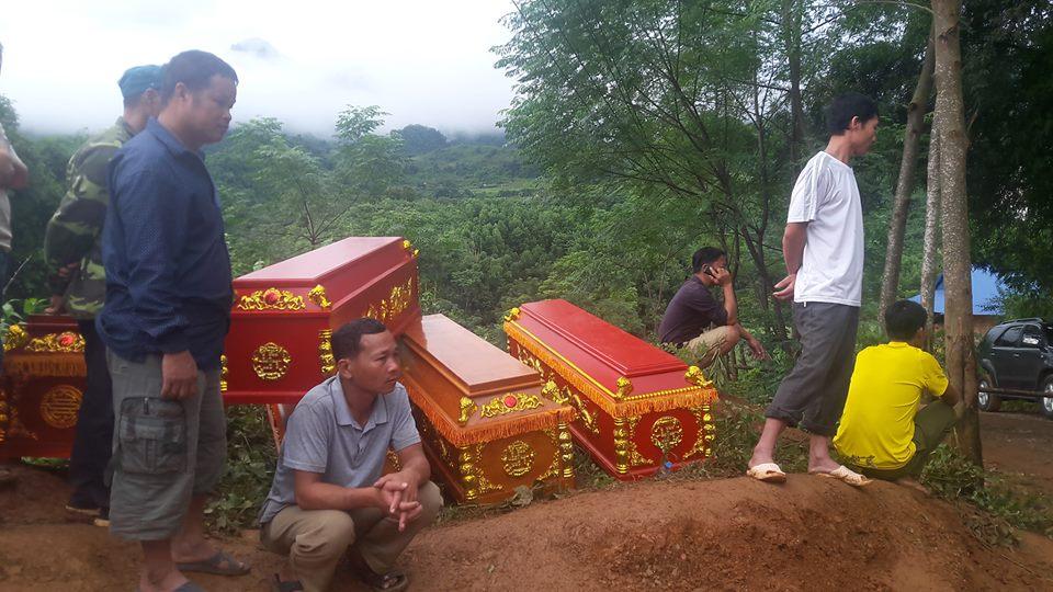 Cận cảnh hiện trường vụ sạt lở đất làm gần 10 người chết - hình ảnh 1