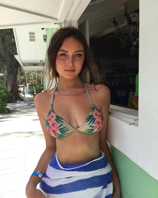 """Cô gái """"mặt xinh thân hình nóng bỏng"""" gây bão Instagram - hình ảnh 18"""