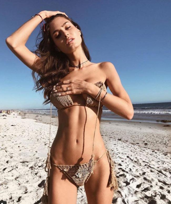 Những cô gái khiến cả bãi biển xôn xao với cơ thể gợi cảm đến ngạt thở - hình ảnh 11