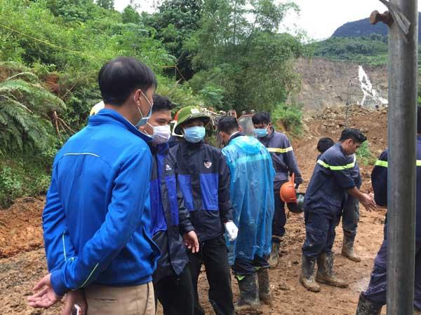 Tìm được 2 thi thể, 1 nửa người và cánh tay trong vụ sạt lở đất ở Hòa Bình - hình ảnh 6