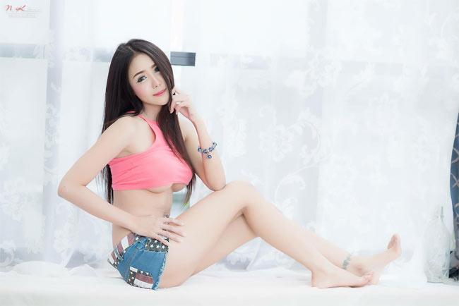 Đỏ mặt với quần ngắn mặc như không của thiếu nữ châu Á - hình ảnh 9