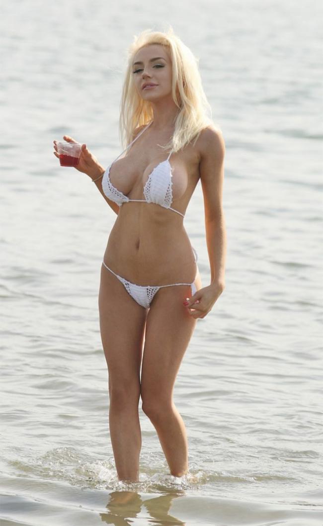 """Choáng ngợp vì bikini bé tí xíu của """"cô dâu tuổi 16"""" - hình ảnh 10"""