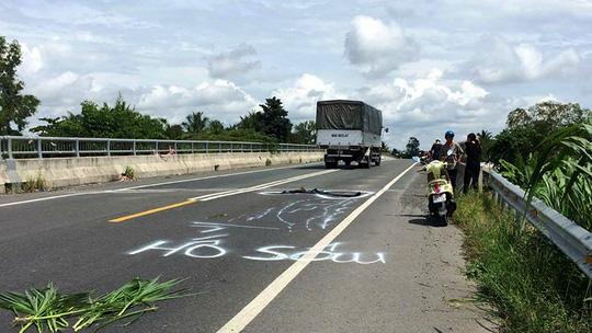 Dân vẽ cảnh báo nguy hiểm trên đường tránh BOT Cai Lậy - hình ảnh 1