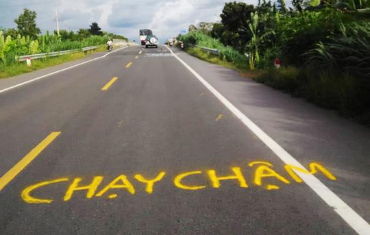 Dân vẽ cảnh báo nguy hiểm trên đường tránh BOT Cai Lậy - hình ảnh 2
