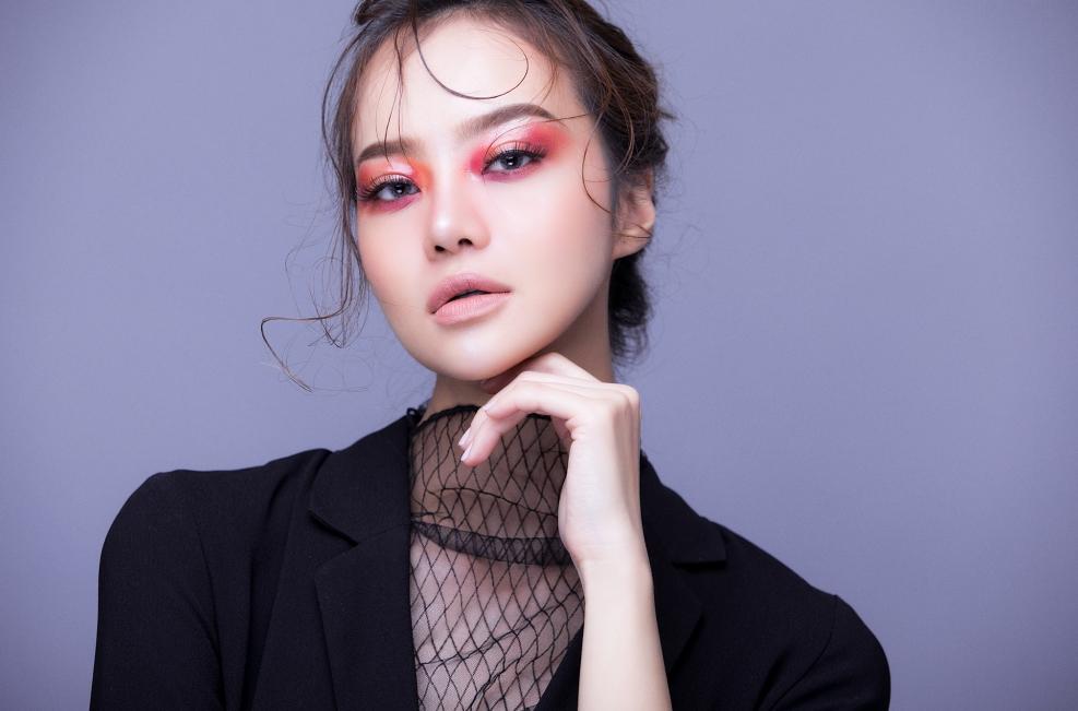 Hậu dao kéo, hoa hậu Việt này ngày càng tự tin khoe vòng 1 nóng bỏng - hình ảnh 7