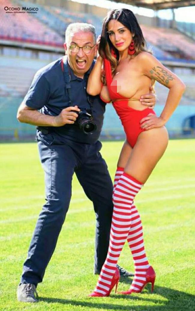 Nữ MC lộ ngực trên sóng trực tiếp tung bộ ảnh lịch nóng bỏng - hình ảnh 7