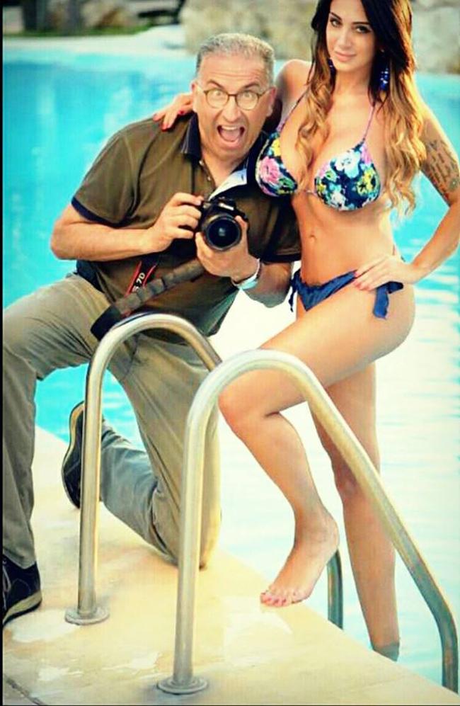 Nữ MC lộ ngực trên sóng trực tiếp tung bộ ảnh lịch nóng bỏng - hình ảnh 10