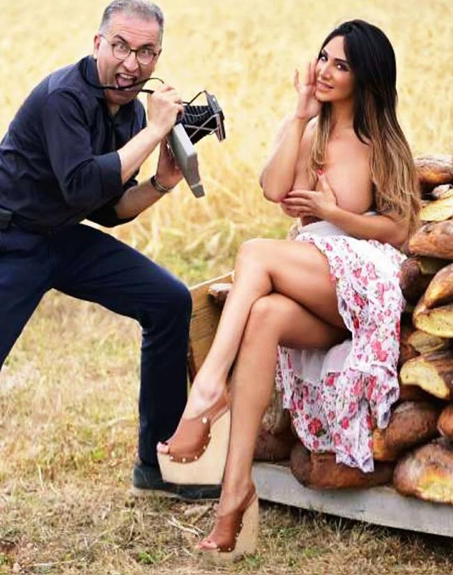 Nữ MC lộ ngực trên sóng trực tiếp tung bộ ảnh lịch nóng bỏng - hình ảnh 11