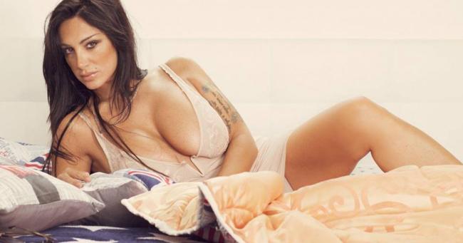 Nữ MC lộ ngực trên sóng trực tiếp tung bộ ảnh lịch nóng bỏng - hình ảnh 20