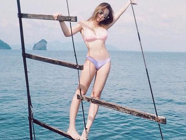 """Vẻ sexy """"bỏng mắt"""" của hot girl xinh đẹp bậc nhất Singapore - hình ảnh 20"""