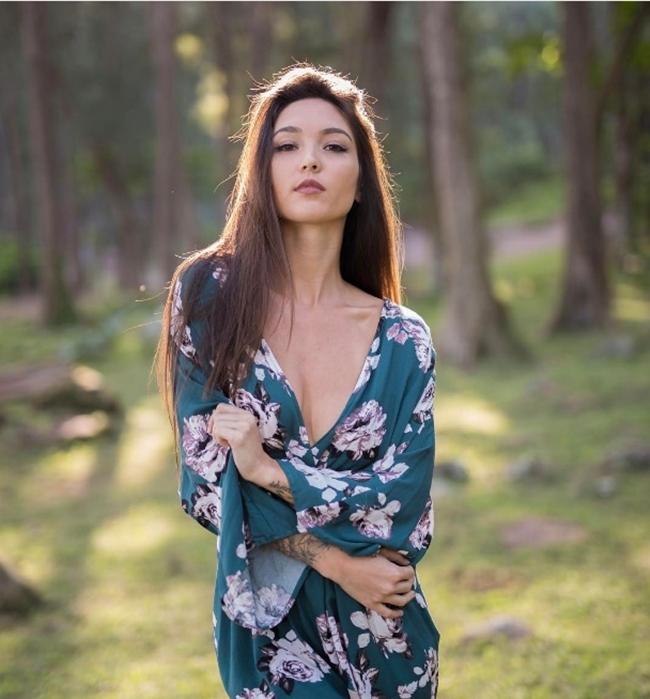 Người mẫu gốc Trung xinh hơn hoa hậu thích xăm mình chỗ hiểm - hình ảnh 17