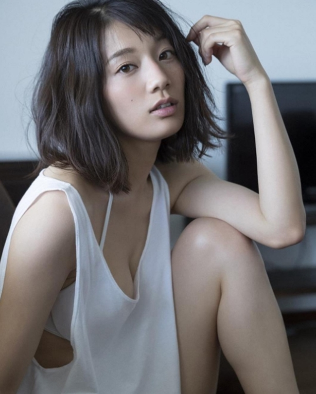 Vòng eo 56 của mẫu nội y Nhật Bản khiến bao anh xin chết - hình ảnh 17