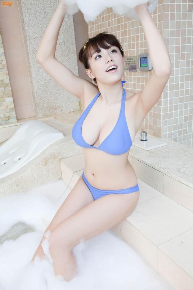 Hết lả lơi trong phòng ngủ, gái châu Á lại sexy trong bồn tắm - hình ảnh 3