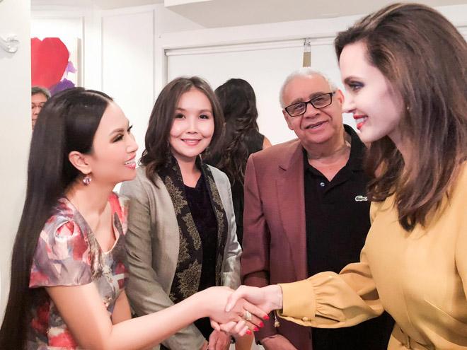 Em gái tỉ phú của Cẩm Ly gặp riêng Angelina Jolie tại LHP Mỹ - hình ảnh 1