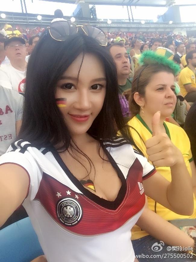 Mỹ nữ dùng vòng 1 nóng bỏng kẹp điện thoại ở World Cup 2014 giờ ra sao? - hình ảnh 3
