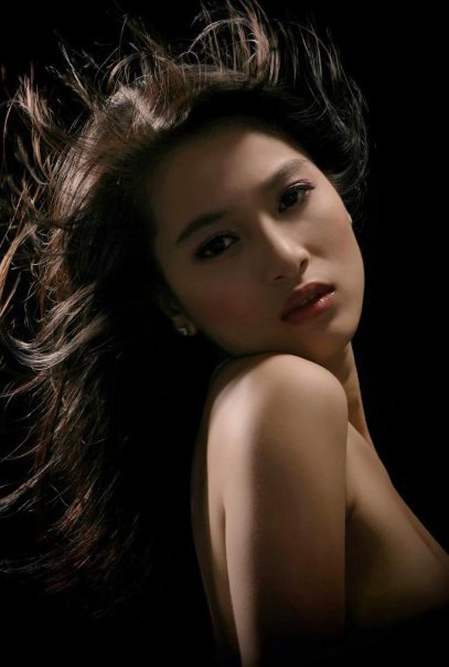 Bạn gái Johnny Trí Nguyễn: Từ vai trùm ma túy đến nữ hoàng cảnh nóng - hình ảnh 3