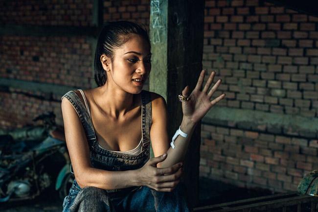 Bạn gái Johnny Trí Nguyễn: Từ vai trùm ma túy đến nữ hoàng cảnh nóng - hình ảnh 12