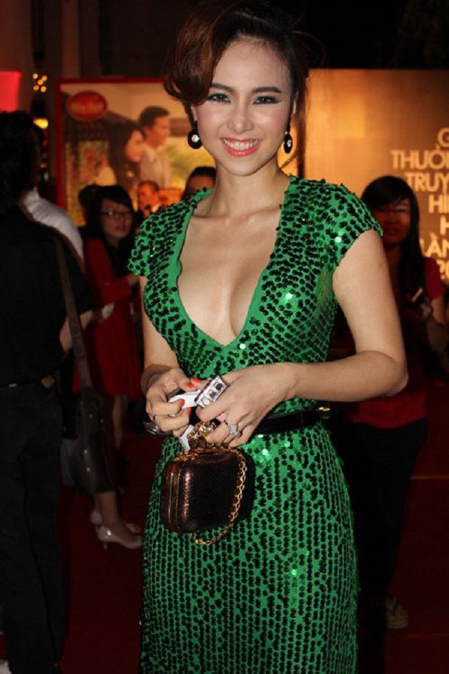 Những mỹ nữ thích khoe ngực đầy trong phim Việt triệu đô - hình ảnh 21