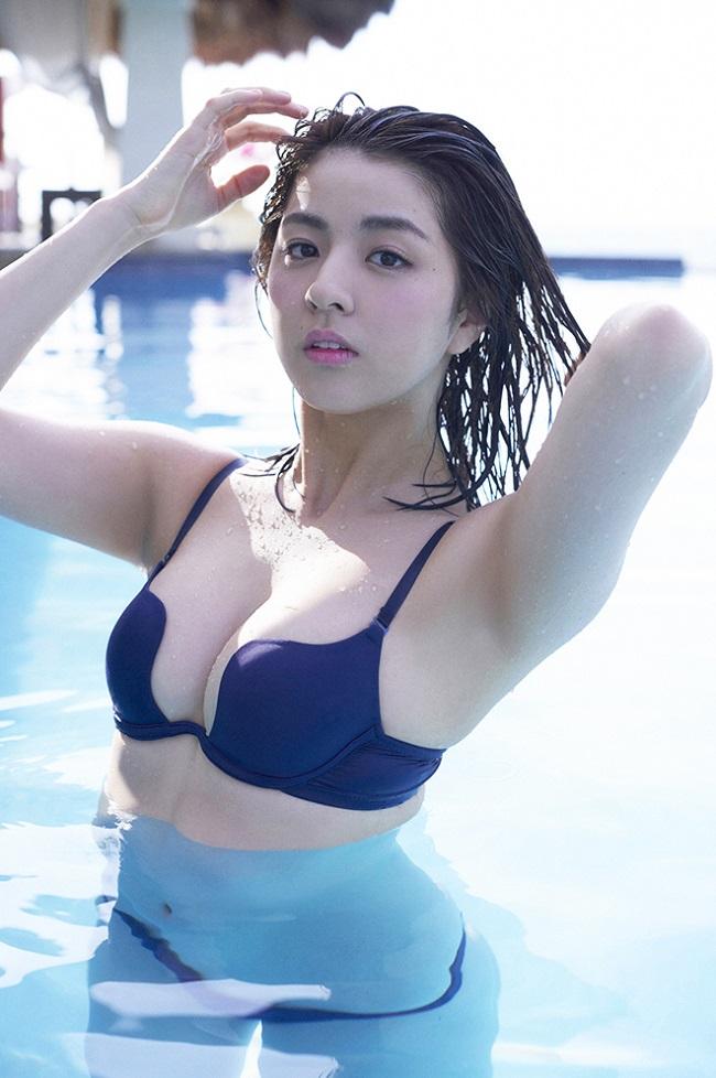 """Mẫu Nhật khoe đường cong """"mập mờ"""" dưới nước khiến ối anh si mê - hình ảnh 9"""
