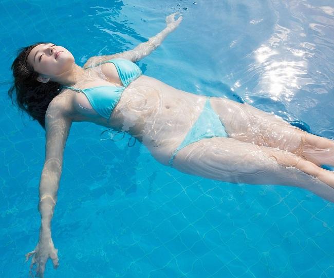 """Mẫu Nhật khoe đường cong """"mập mờ"""" dưới nước khiến ối anh si mê - hình ảnh 8"""