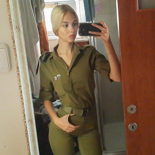 Vẻ nóng bỏng đến nghẹt thở của nữ quân nhân Israel - hình ảnh 2