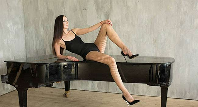 Choáng ngợp vì những cô gái có đôi chân dài nhất nhì thế gian - hình ảnh 17