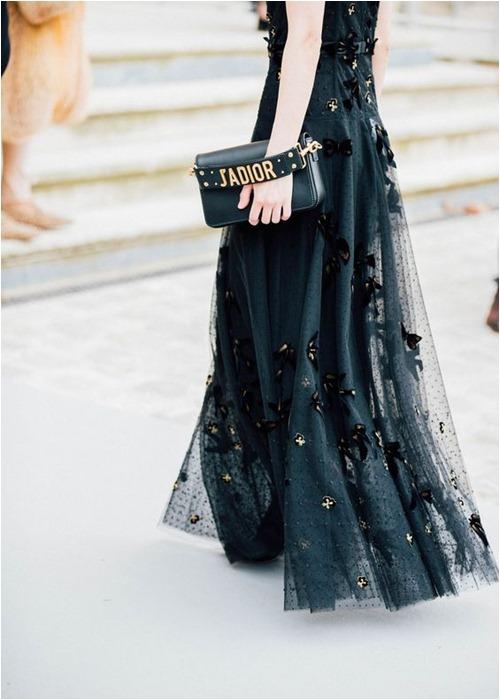Mùa lạnh: Thời điểm hoàn hảo để diện váy dài - hình ảnh 1