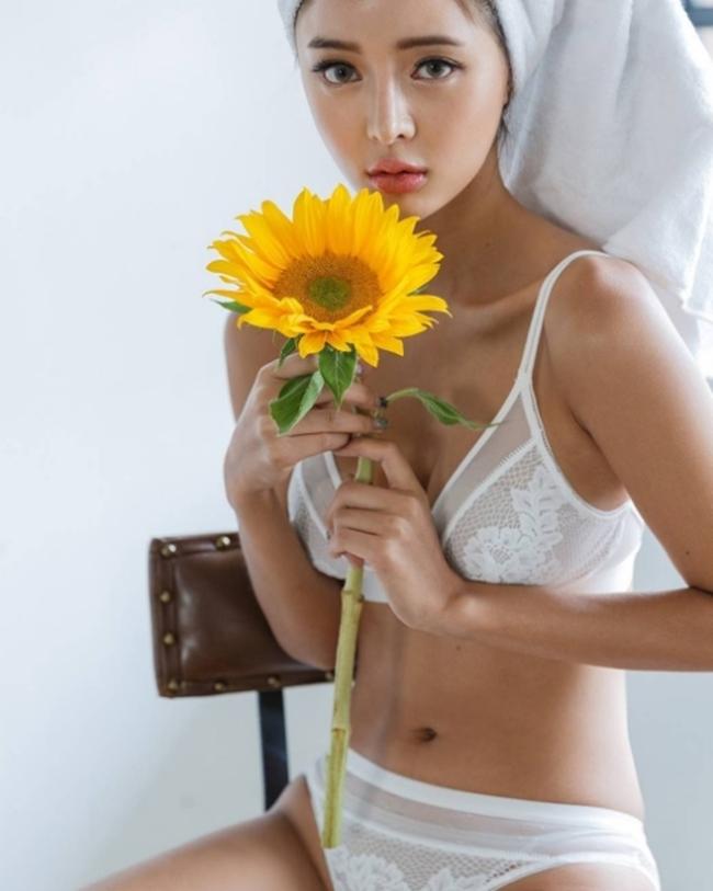Nội y trắng muốt vừa tinh khôi vừa mời gọi của người đẹp châu Á - hình ảnh 2